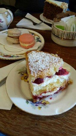 Queen of Tarts: Victoria Sponge Cake