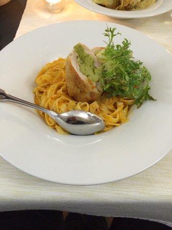 Archibald U Karlova Mostu : Chicken with broccoli and pasta