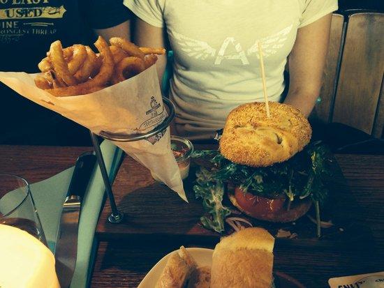 Moller's Anker: burger