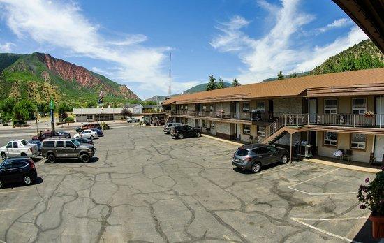 Glenwood Springs Inn : Mountain Views