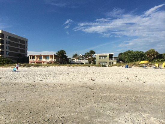 Beach Suites Resort: View of Hotel from the Beach