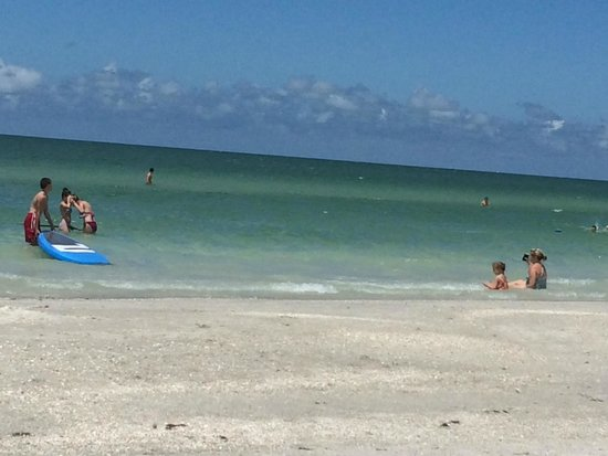 Beach Suites Resort: Beach