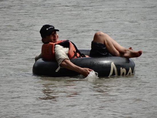 Anaconda Lodge Ecuador: Our Guest from Wales tubing down the Napo River