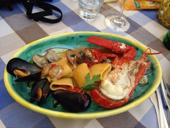L'Angolo Del Gusto: Homard et fruits de mer, accompagnés de pâtes, of course !