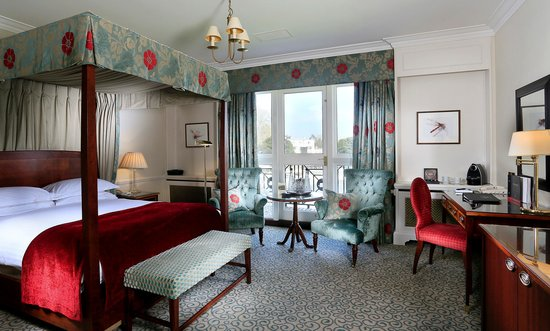 Macdonald Compleat Angler: Feature Four Poster