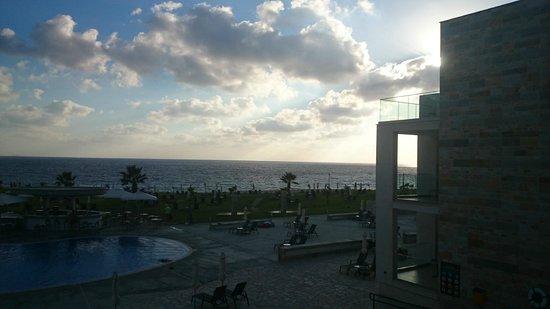 Amphora Hotel & Suites : закат. вид с балкона