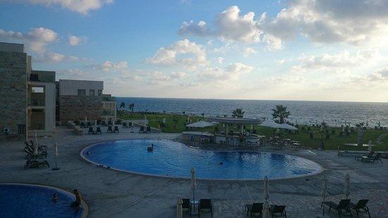 Amphora Hotel & Suites : вид из номера