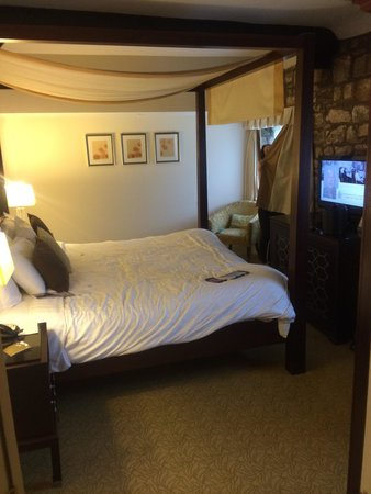 St. Pierre Marriott Hotel & Country Club: Courtyard Suite bedroom.