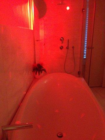 Residenze SuiteSistina for Lovers: Baignoire