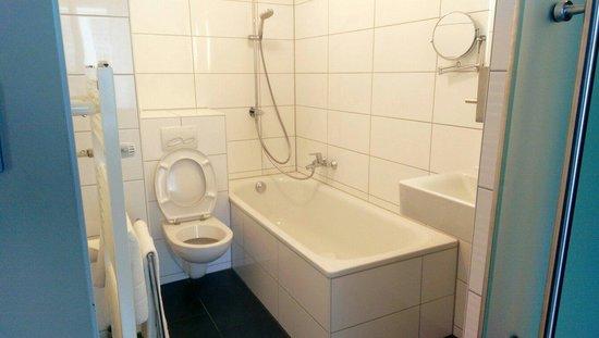 Hotel Munich City: Room #683 bathroom