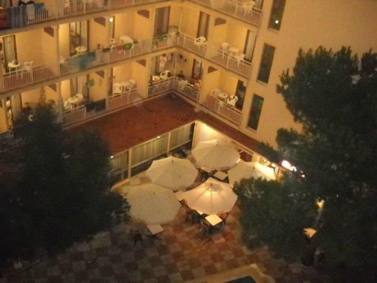 Gran Hotel Flamingo: ristorazione all'apert