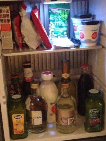 Residenze Suite Sistina: Tout est offert dans le mini bar bien chargé (donc vin) !