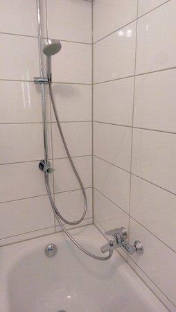 Hotel Munich City: Room #683 bathroom shower hardware