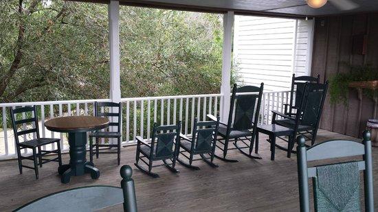 Roanoke Island Inn: Porch