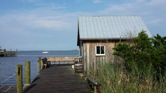 Roanoke Island Inn: Fishing shed you can see from the property