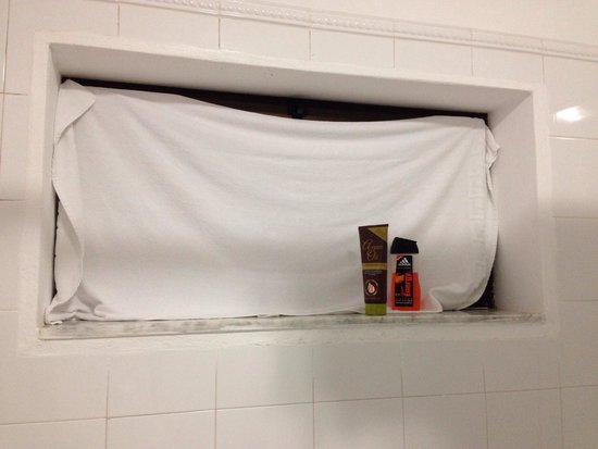 Hotel HL Rio Playa Blanca: had to put towel up as a blind...