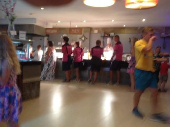 TUI Family Life Flamingo Beach Resort: Waiting behind staff in the restaurant