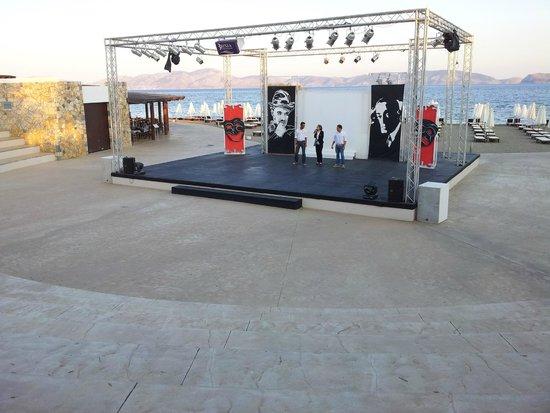 Anfiteatro foto di barcelo hydra beach resort thermisia for Piscina hydra villabate prezzi