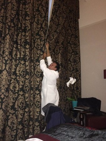 The Grosvenor Hotel: We had fun trying to close the huge curtains!