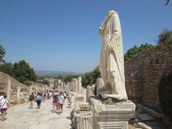 Vieille ville d'Éphèse : La via sacra.