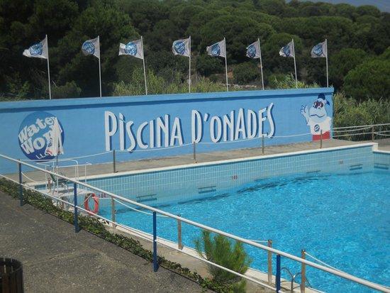 Water World: maxi piscina con onde