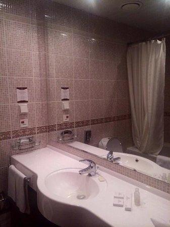 Ring Premier Hotel: ванная комната