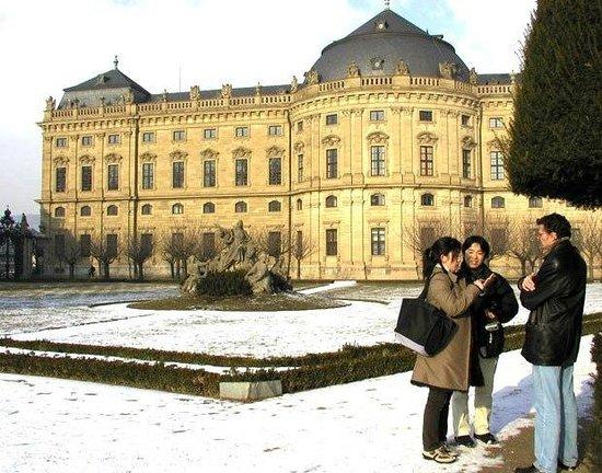 Die Residenz: резиденция вид из парка