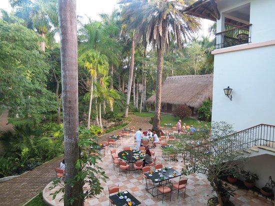 Hotel & Bungalows Mayaland: jardim e área do café da manhã/restaurante, vista da nossa sacada