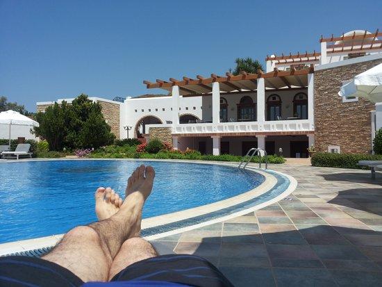 Porto Naxos Hotel : Desde la piscina