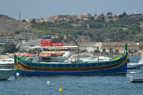 Mellieha Beach : Local boat in the Bay