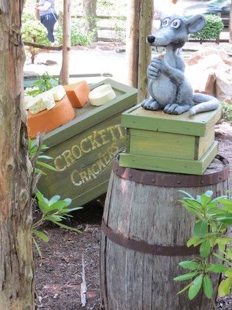 Ripley's Davy Crockett Mini Golf: Talking animal on the course