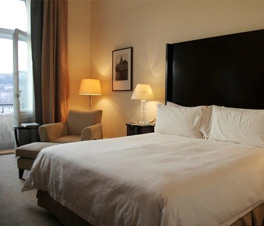 Four Seasons Hotel Gresham Palace: The bed is heavenly and when it makes you want to stay in there for the rest of the day