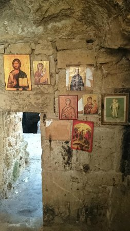 St. Solomon's Catacombs : под землей, в одной из комнат