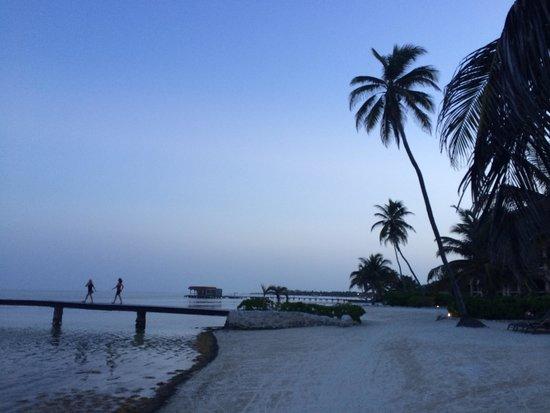 Coco Beach Resort: Coco Beach Sunset