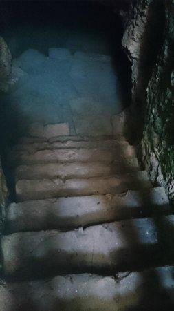 St. Solomon's Catacombs : последняя ступенька в воде