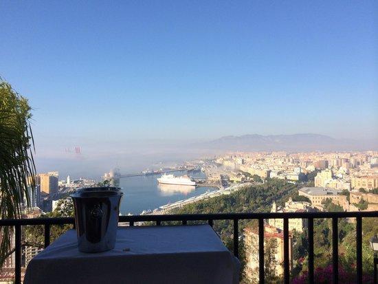 Parador de Malaga Gibralfaro: Vue de Malaga du Parador