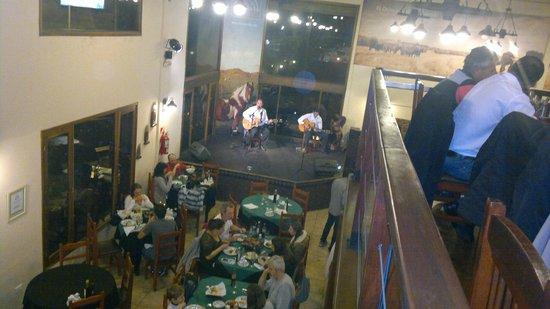 El Quincho del Tio Querido: Salão amplo com músicas regionais