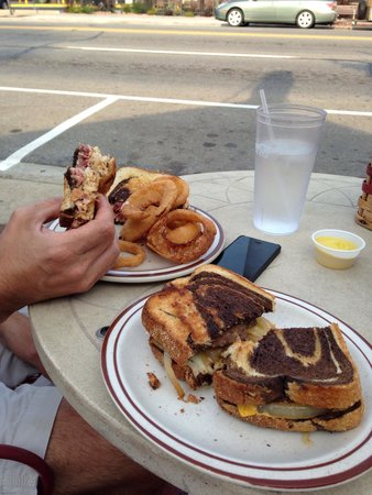 Whitehouse Restaurant: Whitehouse Reuben and Patty Melt are to die for!