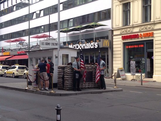 Mauermuseum - Museum Haus am Checkpoint Charlie: They are actually a bit annoying