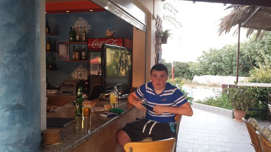 Yiannis The Beekeeper Apartments : Bar Area