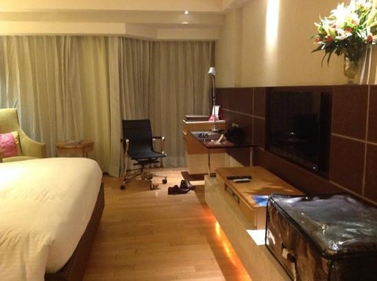 The Lalit New Delhi : room