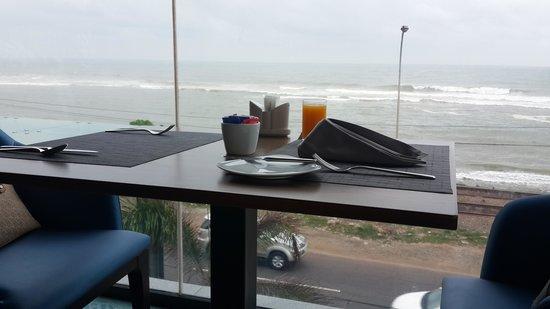 OZO Colombo: breakfast ocean view