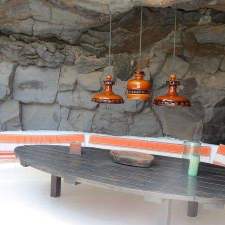 Fundación Cesar Manrique : plafonniers en céramique