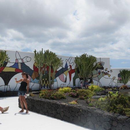 Fundación Cesar Manrique : frise murale de C Manrique