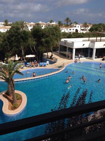 Vacances Menorca Resort: Vista piscina dalla nostra terrazza