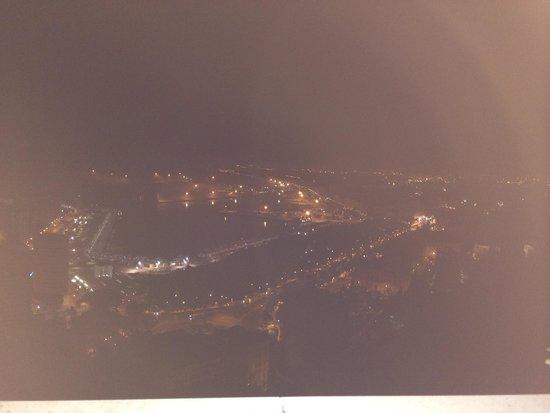 Parador de Malaga Gibralfaro : Vue de Malaga du Parador, la nuit