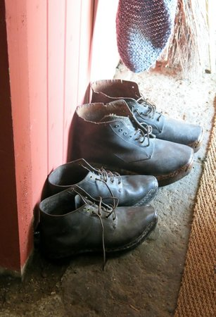 Cyfeillion Swtan: Old Shoes By The Door. (photo: Louise Blyton)