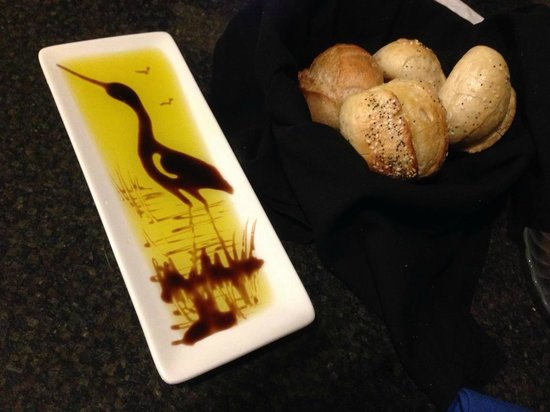Hilton Garden Inn San Diego Del Mar: Olive Oil and Basalmic presentation