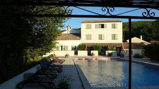 Domaine Le Bois Des Dames : herrlicher Pool