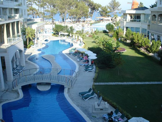 Barut Kemer : The pool is observed from sea view rooms